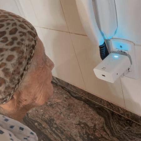 Ela viralizou ao cochichar com a Alexa para não acordar ninguém na casa - Reprodução