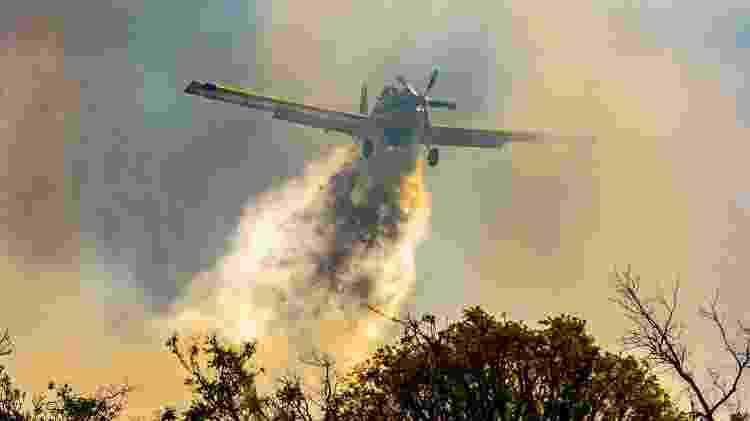 Aviões são utilizados para combater o incêndio na Chapada dos Veadeiros, em Goiás - Albery Santini/Futura Press/Estadão Conteúdo - 18.set.2021 - Albery Santini/Futura Press/Estadão Conteúdo - 18.set.2021