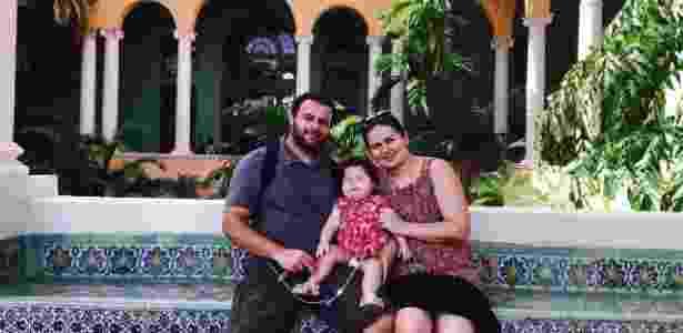 Sofia posa com os pais no dia do passeio após receber alta de hospital em Miami (EUA) - Arquivo pessoal