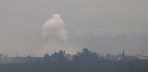 Fumaça na região de Al Wazzani, no sudeste do Líbano, após bombardeio de Israel