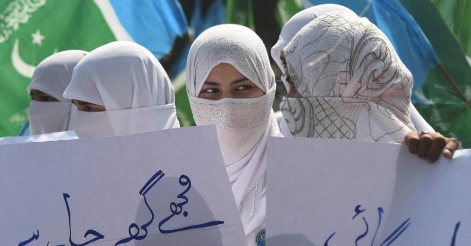 8.mar.2016 - Mulheres paquistanesas protestam em Lahore, no Dia Internacional da Mulher. As mulheres têm lutado há décadas no país, marcado por forte conservadorismo