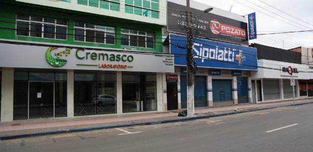O comércio amanheceu fechado na avenida Expedito Garcia, no bairro Campo Grande, em Cariacica, na Grande Vitória, devido à greve da PM