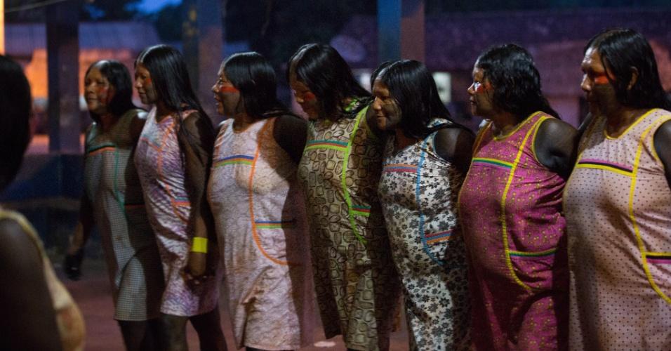 1º.dez.2017 - Apresentação cultural de dança e canto das xikrins durante a tradicional festa da mandioca