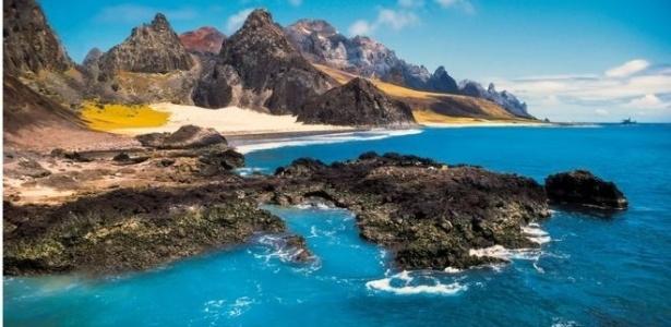 Pesquisadores estudaram a cordilheira submersa entre Vitória e a ilha de Trindade, a 1.200 km do continente; ela é composta por 30 montes submarinos de origem vulcânica