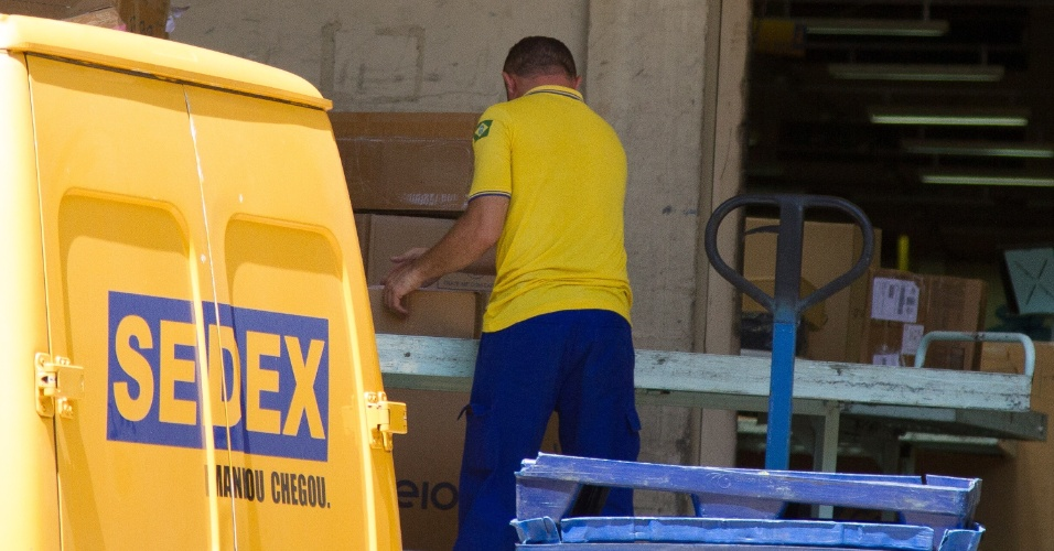 28.fev.2018 - Correios anuncia um aumento de 8% no custo do frete de encomendas