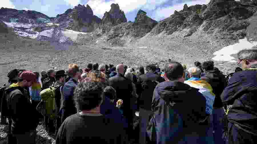 22.set.2019 - Suíços fazem funeral pelo desaparecimento da geleira Pizol - Fabrice Coffrini/AFP