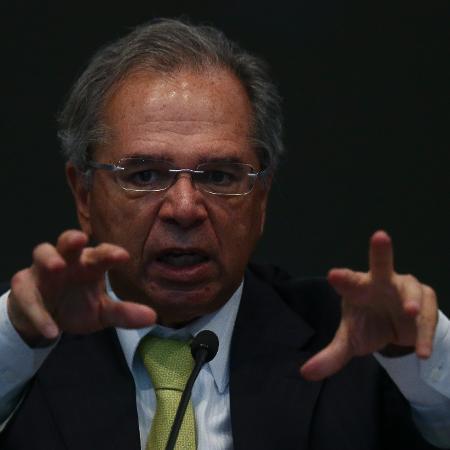 Manifestantes gritavam palavras de ordem e criticavam o megaleilão do pré-sal realizado nesta semana - Pedro Ladeira - 12.ago.19/Folhapress