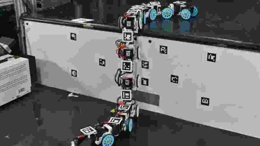 Cobra-robô pode chegar a locais de difícil acesso - Divulgação/ Universidade Johns Hopkins
