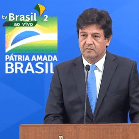 17.abr.2020 - O ex-ministro da Saúde Luiz Henrique Mandetta na transmissão do cargo para Nelson Teich  - Reprodução/TV Brasil