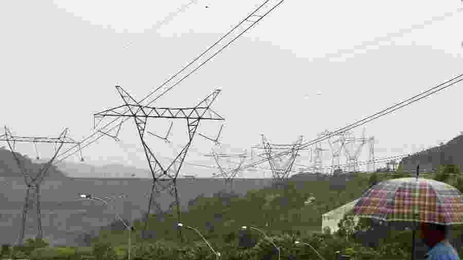 Linhas de transmissão de energia em São José da Barra (MG) - Paulo Whitaker