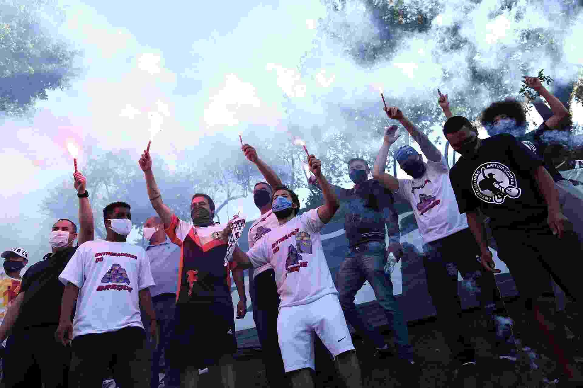 Entregadores por aplicativos fazem segunda paralisação nacional e protestam na praça Charles Miller, em frente ao estádio do Pacaembu, região central de São Paulo - Estadão Conteúdo