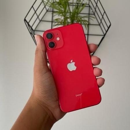 iPhone 12 mini (foto) é o modelo mais compacto da empresa com 5G atualmente - Bruna Souza Cruz/Tilt