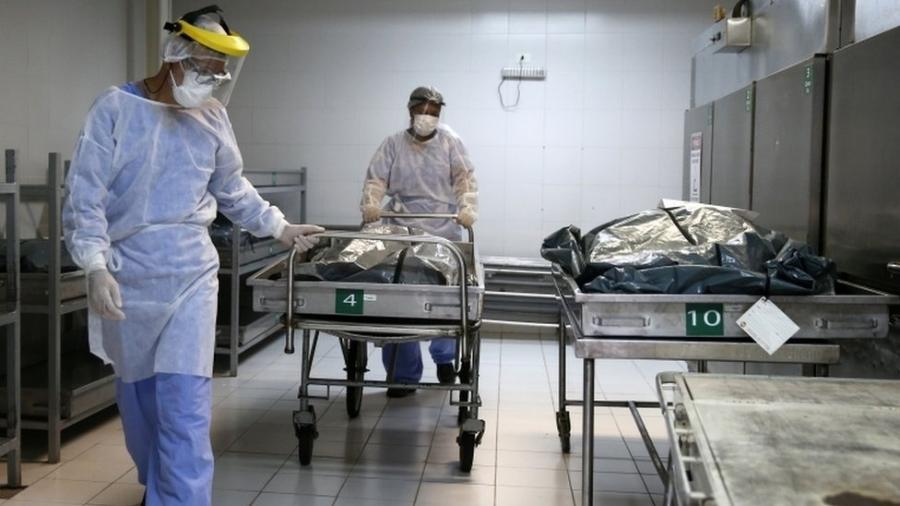 Escalada de internações e mortes causadas pela covid-19 nas últimas semanas causa sobrecarga no sistema de saúde de Porto Alegre - Diego Vara/REUTERS