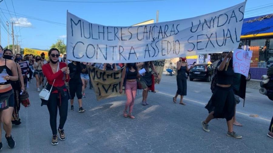 Mulheres protestaram desde a Câmara dos Vereadores até a delegacia - Facebook/ Reprodução
