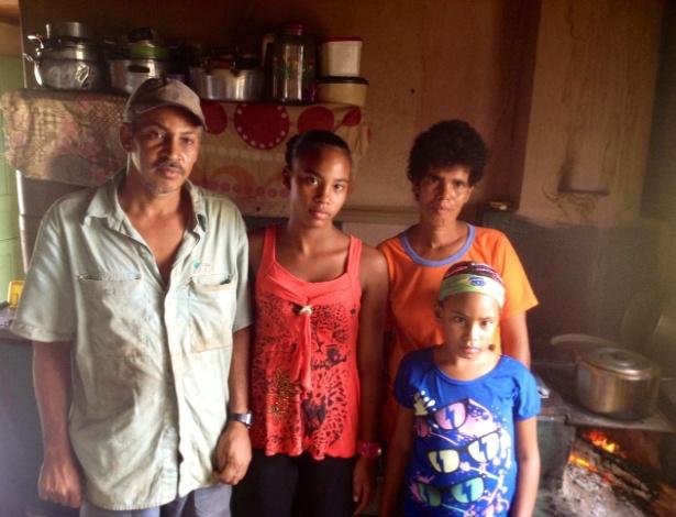 Família Silva Pereira resiste a sair de área de risco na vila de Paracatu, em Mariana (MG) - Carlos Eduardo Cherem/UOL