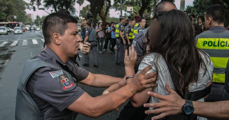 udantes da rede pública estadual protestam contra o roubo da merenda destinada aos alunos das escolas. O grupo pressiona os deputados para que haja uma CPI, na tarde desta terça-feira (29), na Assembleia Legislativa de São Paulo, na zona Sul da cidade