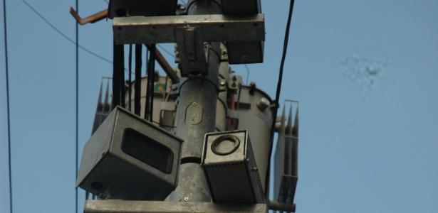 Radar com a lente pichada na rua Guaicurus, na zona oeste de São Paulo