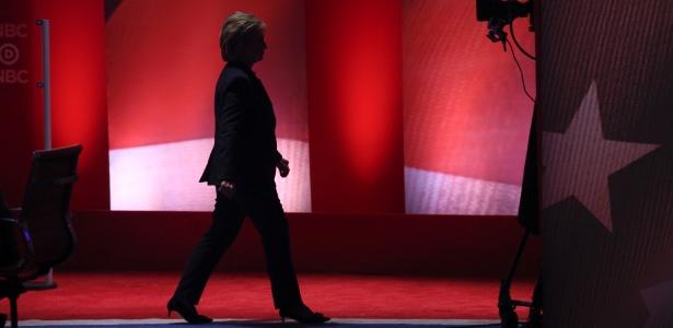 7.jun.2016 - Hillary Clinton durante intervalo comercial em debate do Partido Democrata entre ela e Bernie Sanders