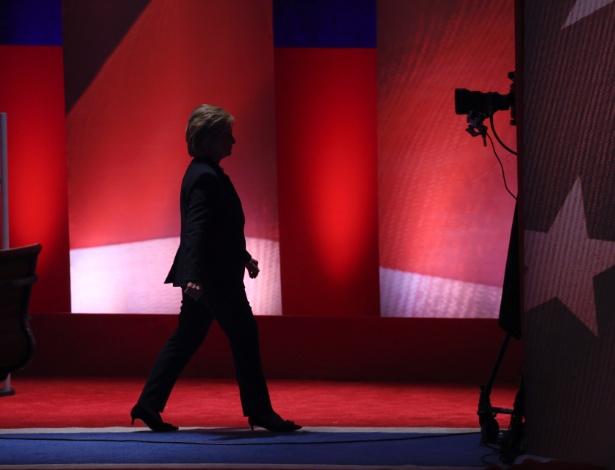 Hillary Clinton durante intervalo comercial em debate do Partido Democrata entre ela e Bernie Sanders em Durham, New Hampshire