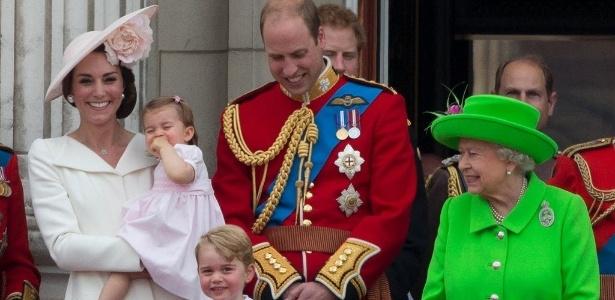 Âncora da Globo se impressiona com cor do vestido de rainha britânica - Justin Tallis/AFP