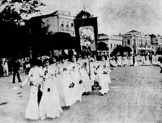 Integrantes do Partido Republicano Feminino fazem passeata no Rio, entre 1910 e 1920