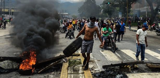 Manifestantes contrários a Maduro foram às ruas de Valencia neste domingo