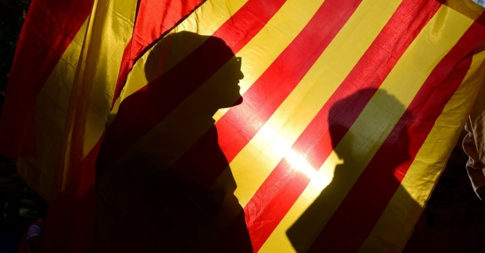 29.out.2017 - Manifestantes protestam em Barcelona contra a independência da Catalunha