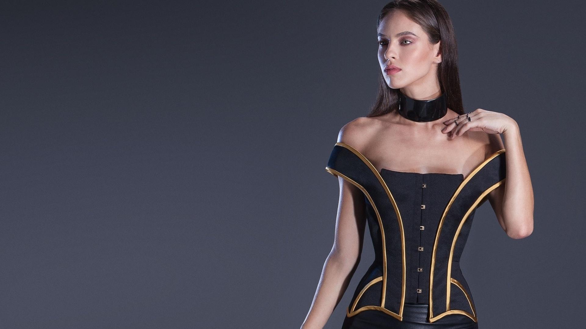 Madame Sher Corsets modelo inspirado em Lina Bo Bardi