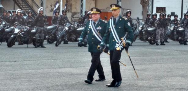 14.mar.2018 - Cerimônia de posse do novo comandante da PM Luis Claudio Laviano (à dir.); ao lado dele, o ex-comandante da corporação Wolney Dias Ferreira - Luis Kawaguti/UOL