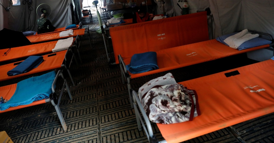 Hospital temporário é montado próximo ao complexo de cavernas, para receber os meninos após resgate