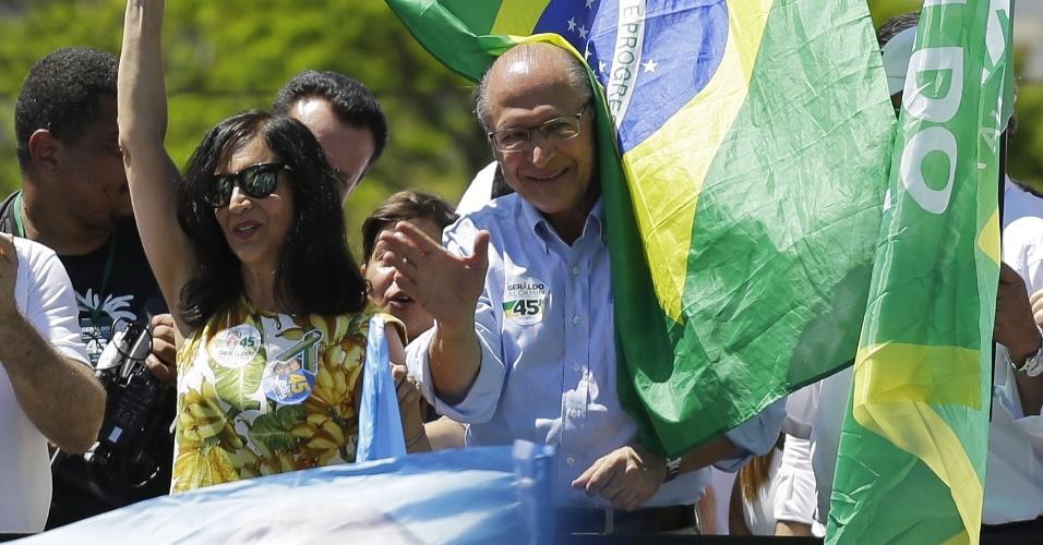 23.set.2018 - Geraldo Alckmin faz campanha junto a apoiadores na região do Parque Ibirapuera, em São Paulo