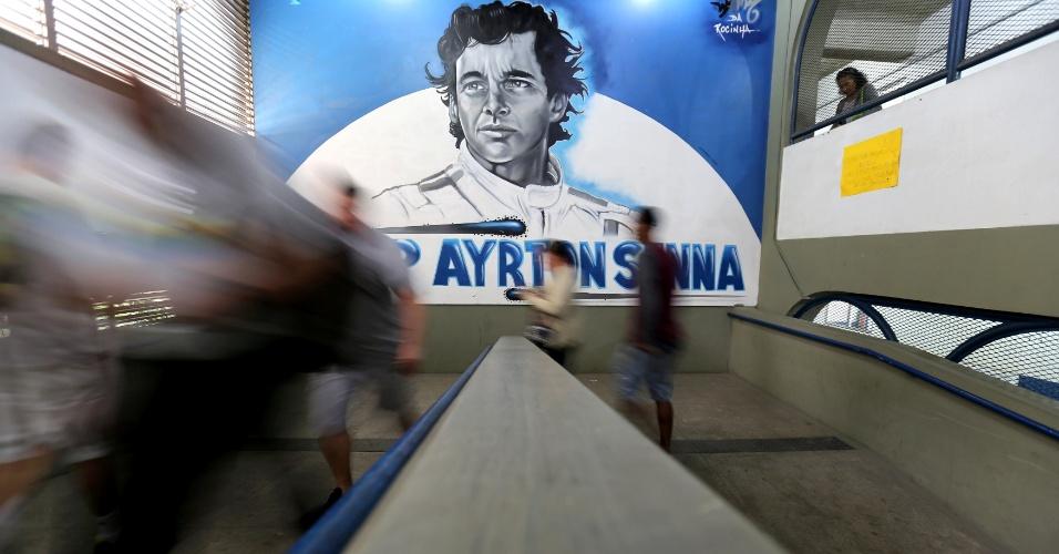 Eleitores votam no CIEP Ayrton Sennam zona sul do Rio de Janeiro