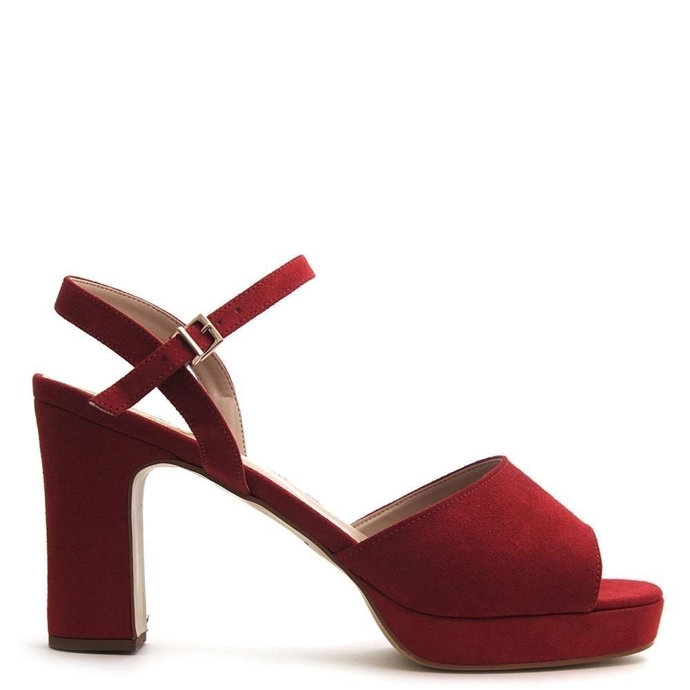 dbba59227 Loja de sapatos chega aos 80 anos apostando em um nicho: quem tem pé grande
