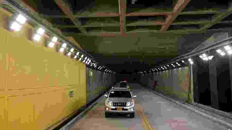 15.ago.2019 - Túnel do Oriente começou a ser construído em janeiro de 2015 e tem 8,2 quilômetros - Joaquin Sarmiento/AFP