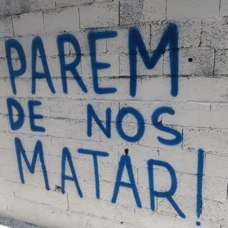 Artistas voluntários fazem grafites em viela onde 9 pessoas foram pisoteadas após ação da Polícia Militar, em Paraisópolis - José Vilson Vanderley