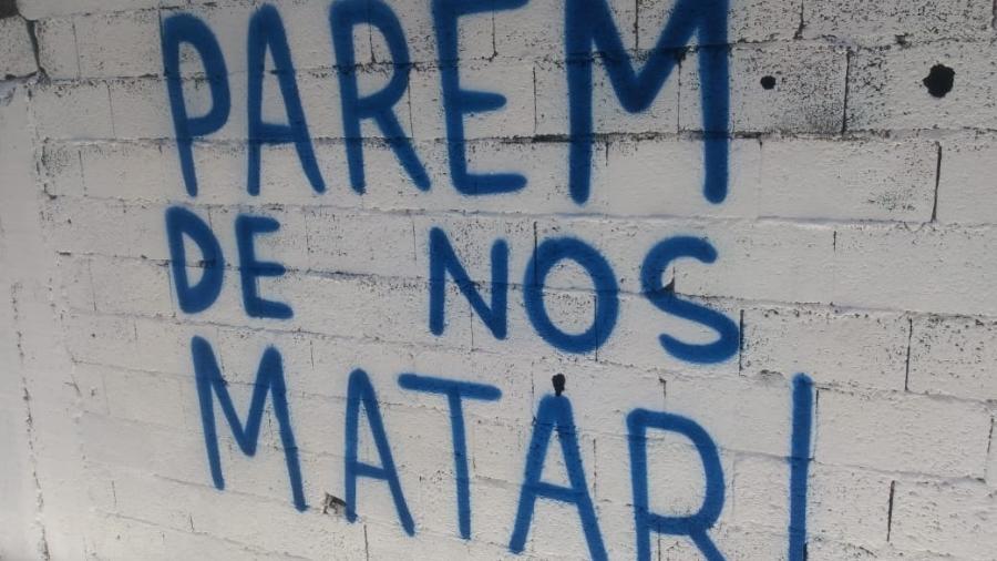 Artistas voluntários fazem grafites em viela onde jovens foram pisoteados após ação da Polícia Militar, em Paraisópolis - José Vilson Vanderley