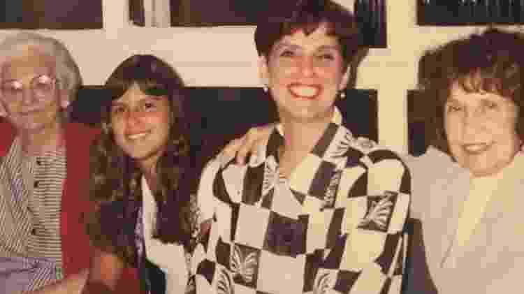 Tathiana,entre a avó, a mãe e uma amiga da família - Arquivo Pessoal/Tathiana Cravo - Arquivo Pessoal/Tathiana Cravo