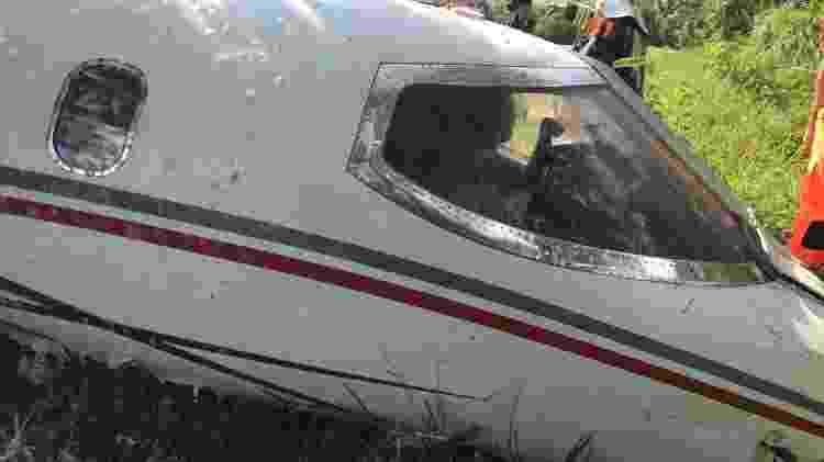 Bombeiros tentam retirar piloto  - Corpo de Bombeiros - Corpo de Bombeiros
