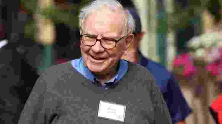 Warren Buffet e outros bilionários se comprometeram com doações ainda em vida; isso não elimina, porém, discussões sobre taxação dos mais ricos em meio à crescente desigualdade - Reuters - Reuters