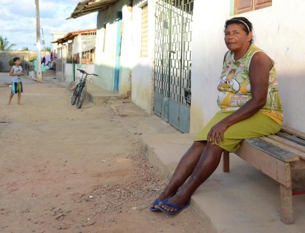 Marilene Francisco, no município de Coqueiro Seco (AL), é beneficiária de programas de proteção social