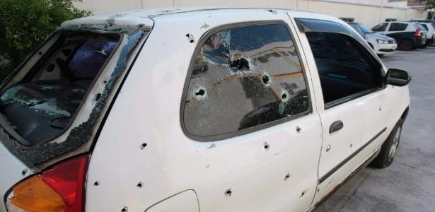 Carro metralhado por policiais no Rio; cinco jovens morreram