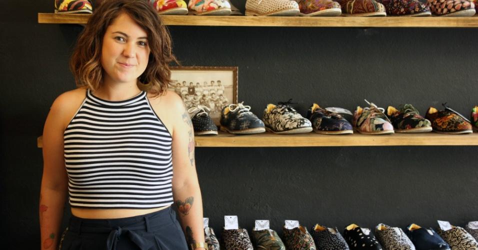 Babi Mattivy é sócia da Insecta Shoes, que produz sapatos veganos com tecidos de roupas de brechó