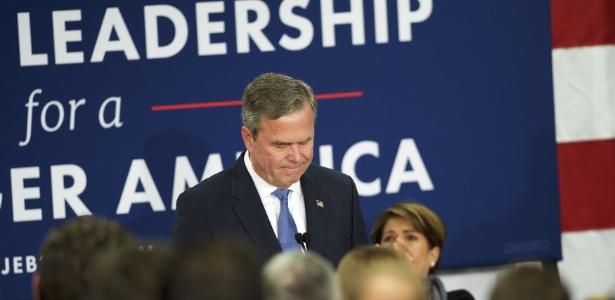 Após nova derrota nas prévias da Carolina do Sul, Jeb Bush anuncia a suspensão de sua pré-campanha à presidência americana