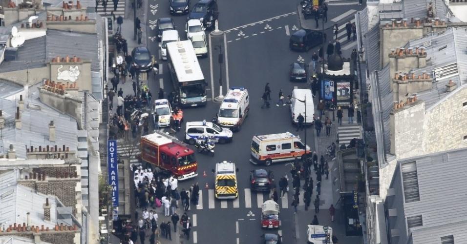 1º.abr.2016 - Um apartamento explodiu em Paris. A explosão de gás ocorreu em um prédio no centro da cidade, causando ferimentos leves para cinco pessoas, de acordo com fontes da polícia