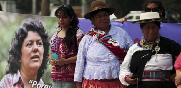 Mulheres participam de homenagem à ambientalista Berta Cáceres, em San Salvador, El Salvador