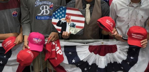 Simpatizantes de Donald Trump participam de comício em San Diego, na Califórnia
