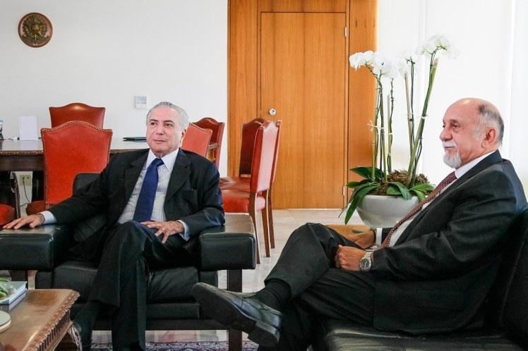 9.jun.2016 - O presidente interino, Michel Temer (PMDB), recebe o governador do Pará, Simão Jatene, em reunião que tratou sobre a dívida dos estados com a União, no Palácio do Planalto, em Brasília (DF)