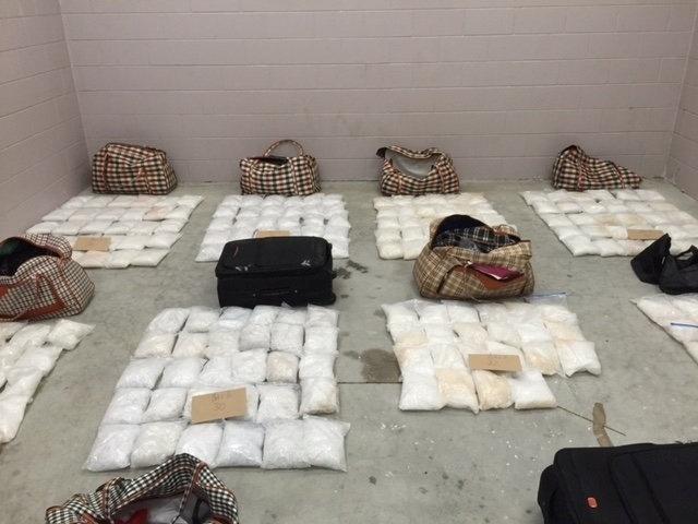 14.jun.2016 - A polícia da Nova Zelândia divulgou nesta terça-feira foto de uma grande apreensão de metanfetaminas apreendidas na cidade de Kaitaia dentro de bolsas de viagem