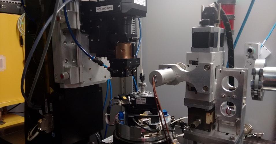 Linha de luz do UVX, onde os pesquisadores analisam amostras de materiais levadas para estudo