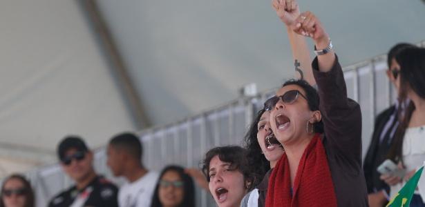 Mulheres protestam contra Temer perto de palanque presidencial - Pedro Ladeira/Folhapress